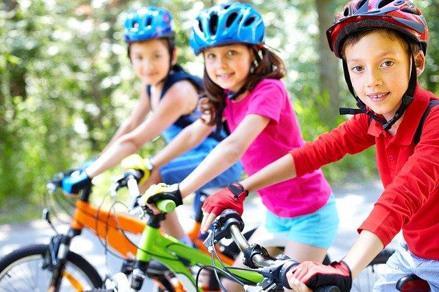 děti na kole.jpg